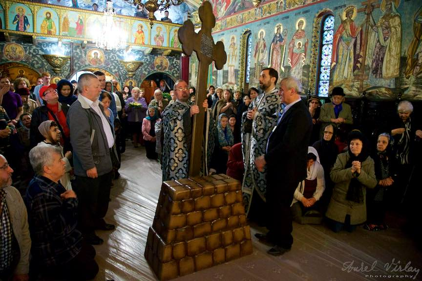 Slujba-Joia-Mare-12-Evanghelii-Pasti-Ortodox-2016_Foto-Aurel-Virlan_Emails3