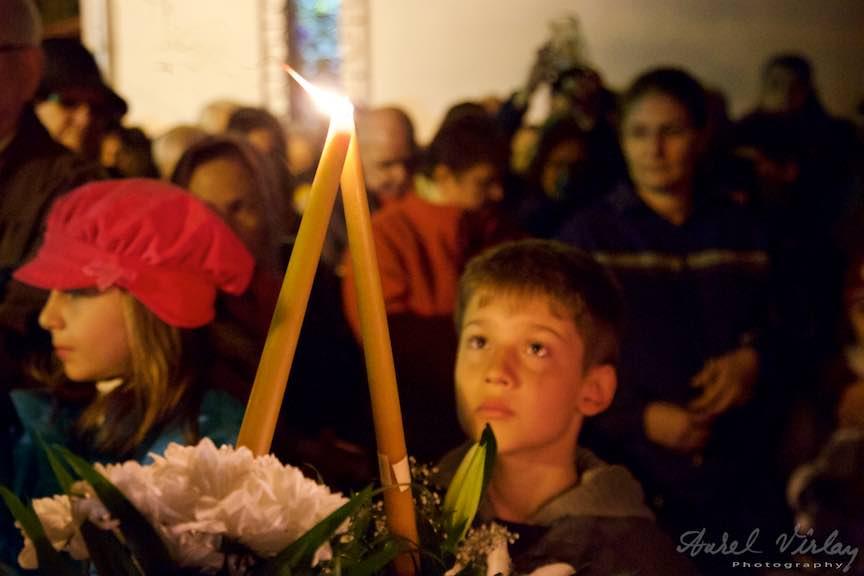 Invierea-Iisus-lumanari-lumina-Pasti-Ortodox-2016_Foto-Aurel-Virlan_Detaliu foto: Lumina din lumina.