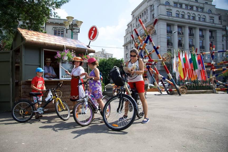07-FIF-Festivalul-Folclor-Cismigiu-Bucuresti-Creart-Punct-info-biciclete_Foto-Aurel-Virlan