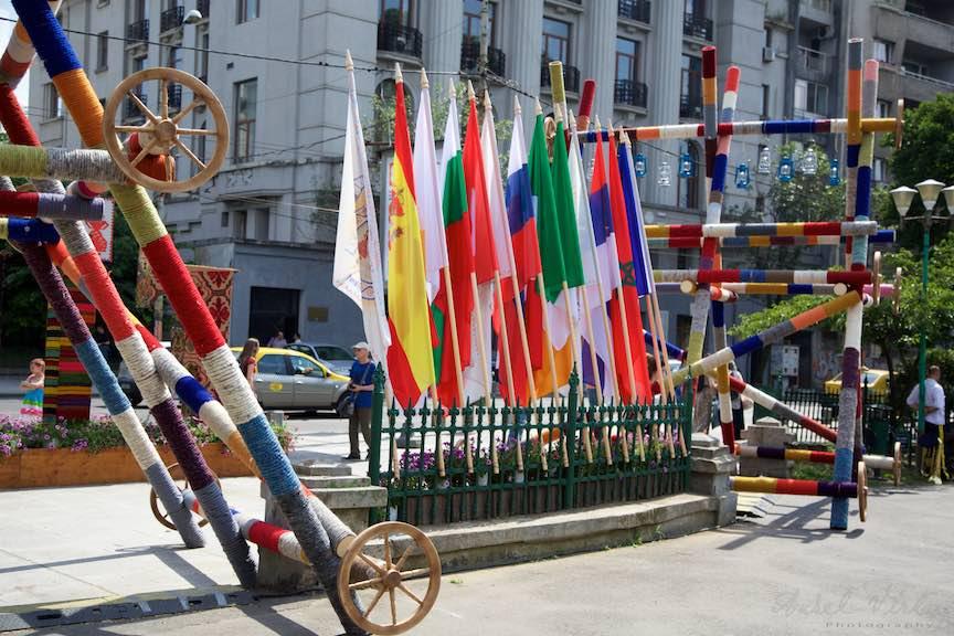 08-FIF-Festivalul-Folclor-Intrare-steaguri-Cismigiu-Bucuresti-Creart_Foto-Aurel-Virlan