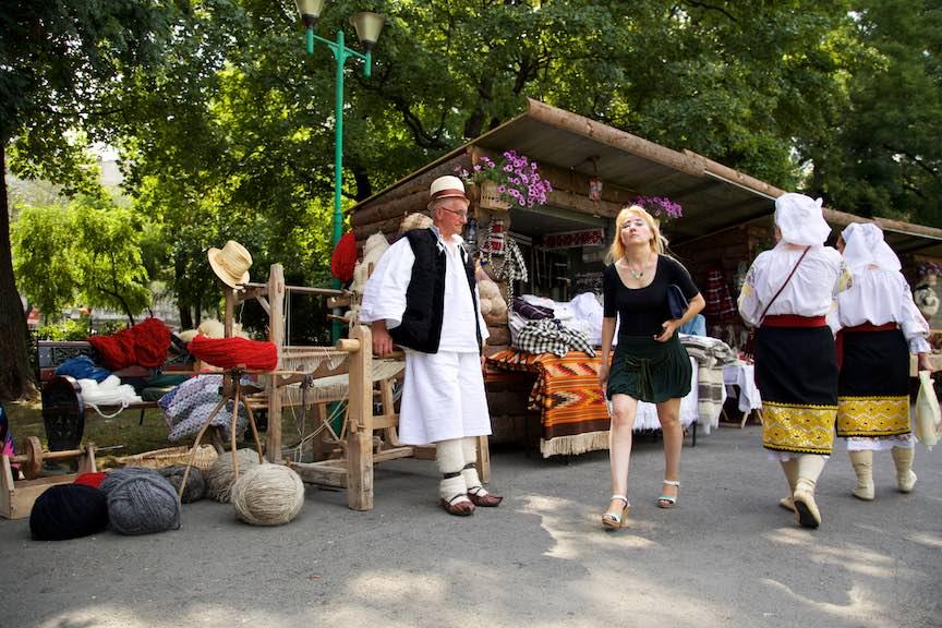 09-FIF-Festivalul-Folclor-Cismigiu-Bucuresti-Creart-turista-mester-popular_Foto-Aurel-Virlan