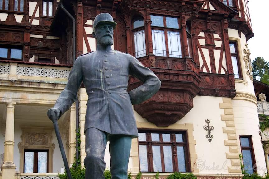 18-Statuia-Regelui-Carol-I-Castel-Peles-Sinaia_Fotografie-Aurel-Virlan