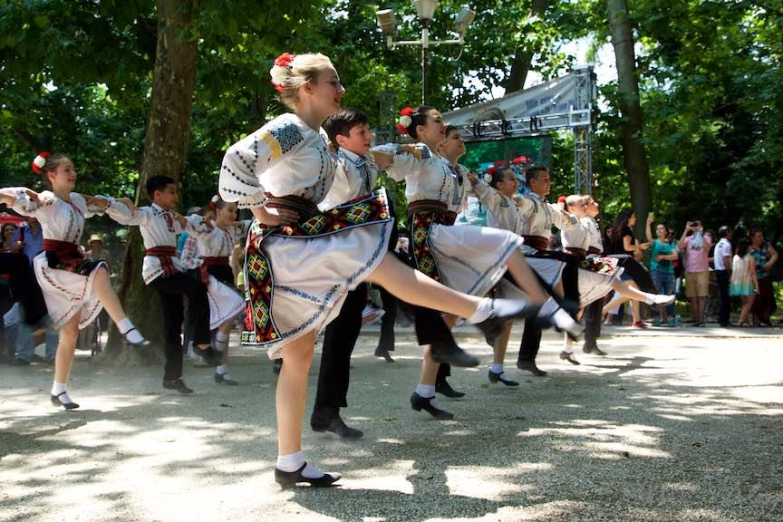 37-FIF-Festivalul-Folclor-Cismigiu-Bucuresti-Creart-copii-dansand_Foto-Aurel-Virlan