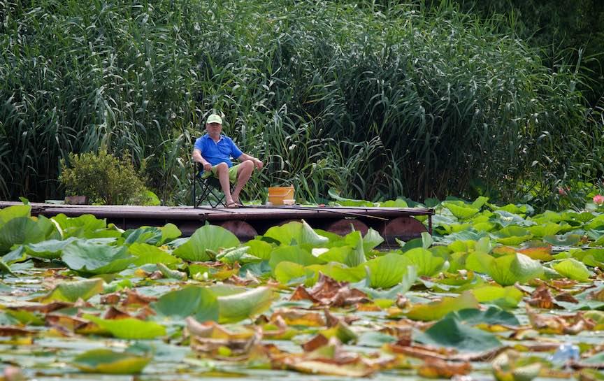 02-Lacul-Snagov-pescarul-singuratic_Foto-Aurel-Virlan