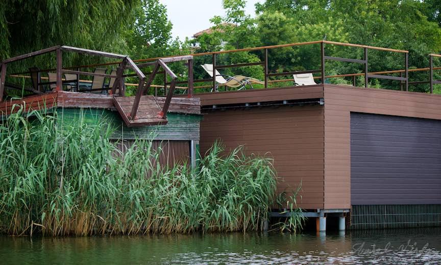 05-Lacul-Snagov-paralela-comparatie-garaje-cu-terase-vechi-si-noi-de-barci_Foto-Aurel-Virlan