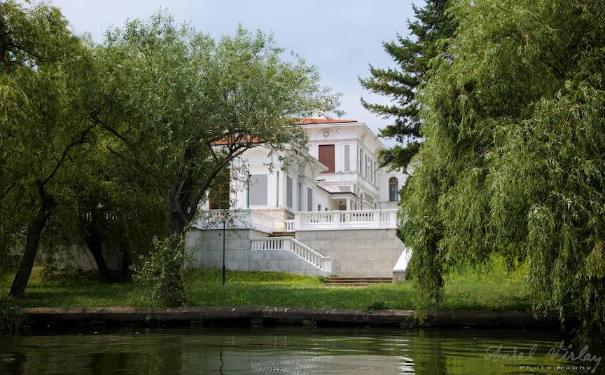12-Palatul-Snagov-vedere-de-pe-lac_Foto-Aurel-Virlan