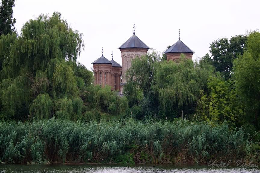 13-Manastirea-unde-se-afla-mormantul-lui-Vlad-Tepes-Lacul-Snagov_Foto-Aurel-Virlan