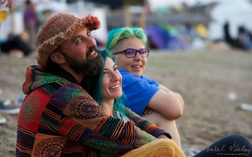 13-Rasarit-de-soare-plaja-Vama-Veche-oameni-hipie-priviri-senine-Fotografie-Aurel_Virlan