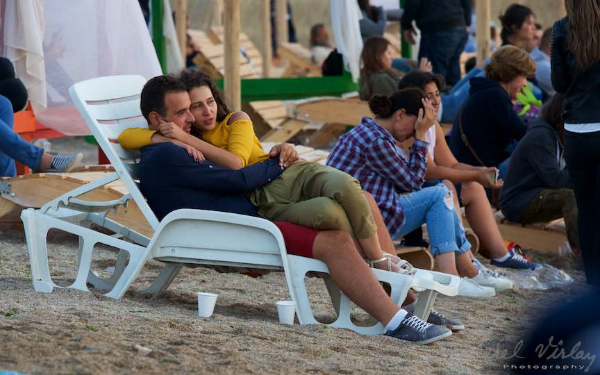 15-Rasarit-de-soare-plaja-Vama-Veche-indragostiti-pe-sezlong-Fotografie-Aurel_Virlan