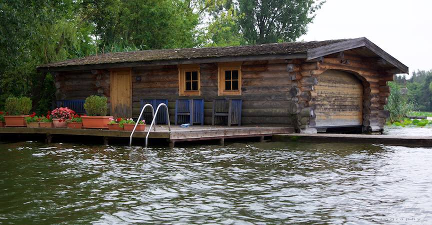 31-ponton-si-hangar-de-barci-din-busteni-lemn-natur-Lacul-Snagov_Foto-Aurel-Virlan
