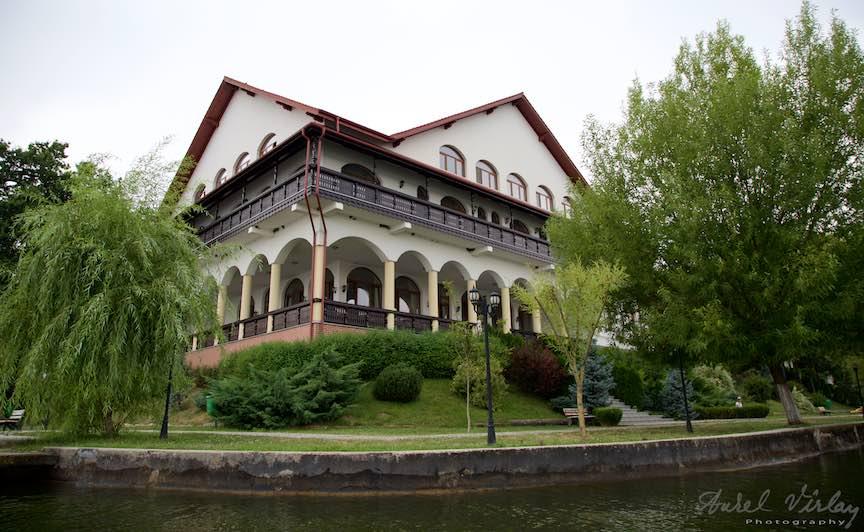 39-noile-pensiuni-Lacul-Snagov_Foto-Aurel-Virlan
