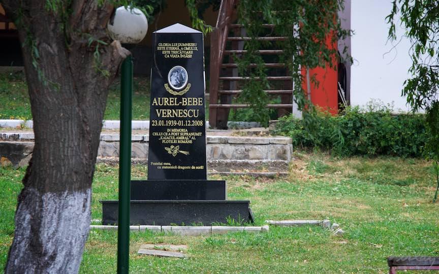 53-Monument-comemoratic-Aurel-bebe-Vernescu-Lacul-Snagov_Foto-Aurel-Virlan