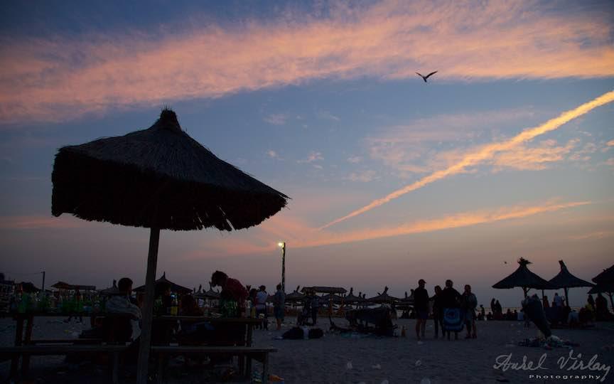 01-Travel-destination-litoralul-romanesc-Vama-Veche_Plaja-Stuf-stalp-bec-lumina-barca-Fotografie-Aurel-Virlan