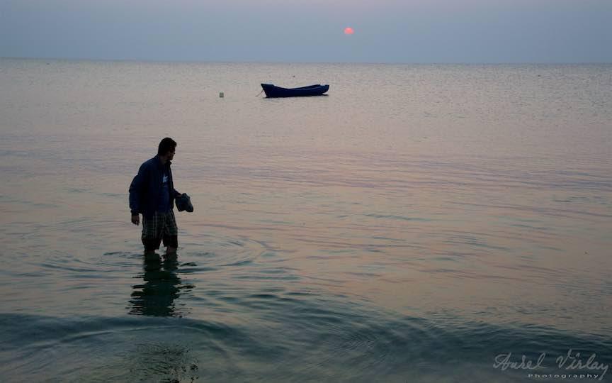 02-Vama-Veche-tanarul-barca-rasarit-soare-Fotografie-Aurel-Virlan