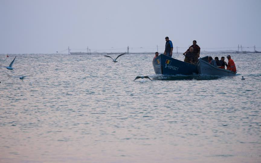 03-Vama-Veche-lotca-si-barca-pescari-navoade-pescarusi-Fotografie-Aurel-Virlan