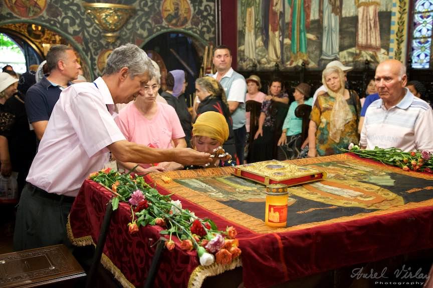 03-rugaciune-la-cruce-epitaf-Adormirea-Maicii-Domnului_Foto-AurelVirlan