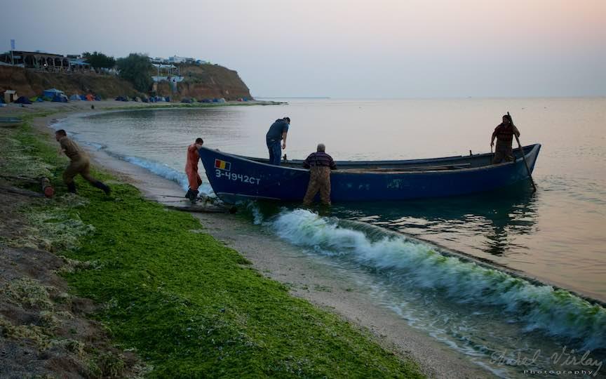 04-Vama-Veche-lotca-pescarilor-malul-marii-negre-Fotografie-Aurel-Virlan