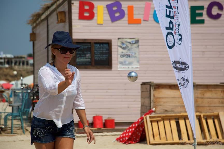 10-Campionat-Petanque-aruncarea-bilei-otel-plaja-de-carte-Vama-Veche_Foto-Aurel-Virlan
