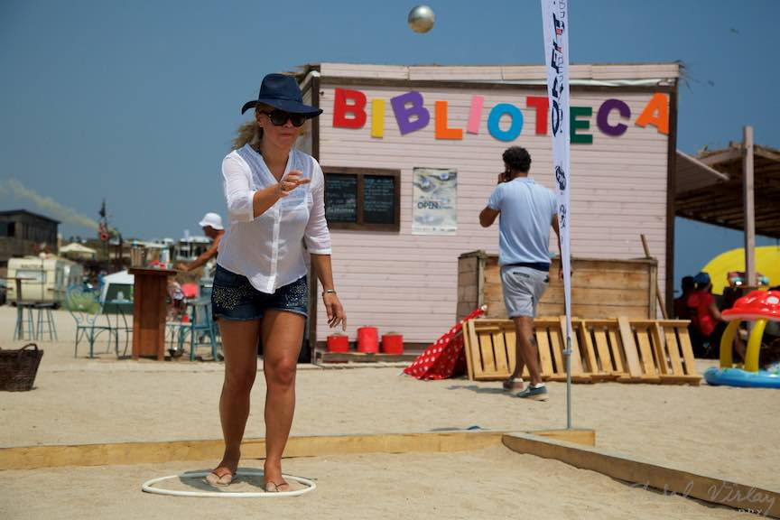 11-Campionat-Petanque-aruncarea-bilei-otel-plaja-de-carte-Vama-Veche_Foto-Aurel-Virlan