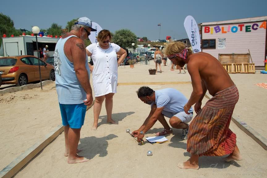 20-primul-Campionat-Petanque-bile-otel-arbitraj-plaja-de-carte-Vama-Veche_Fotografie-Aurel-Virlan
