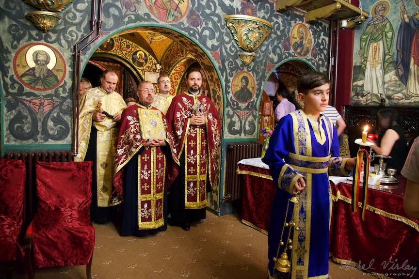 28-procesiune-biserica-Aparatorii-Patriei-2-Sfantul-Ambrozie_Foto-AurelVirlan