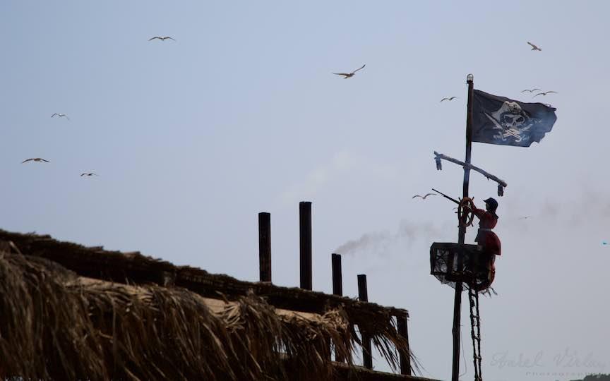 30-Vama-Veche-pirat-pusca-catarg-steag-pirati-Cherhana-Pescarusi-dand-tarcoale-Fotograf-Aurel-Virlan