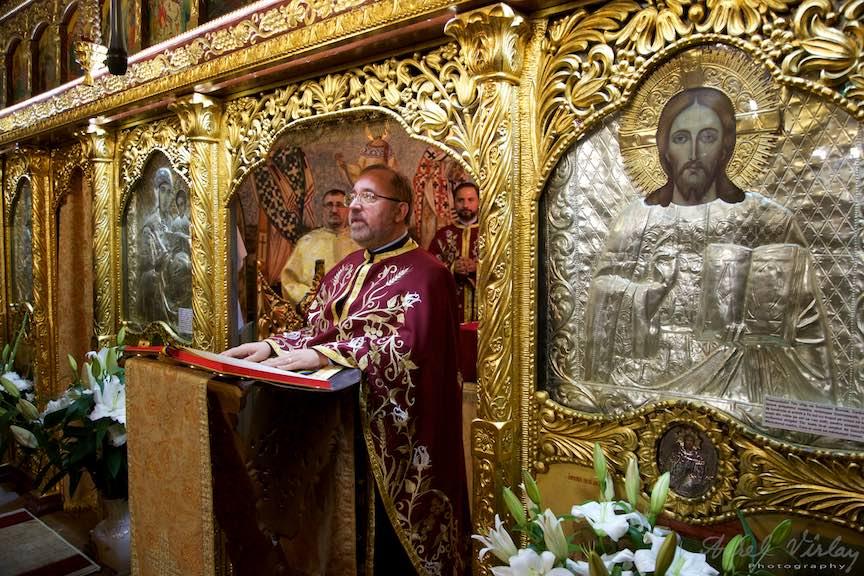 33-Preotul-Mircea-Uta-Altar-Aparatorii-Patriei-2-Sfantul-Ambrozie_Foto-AurelVirlan