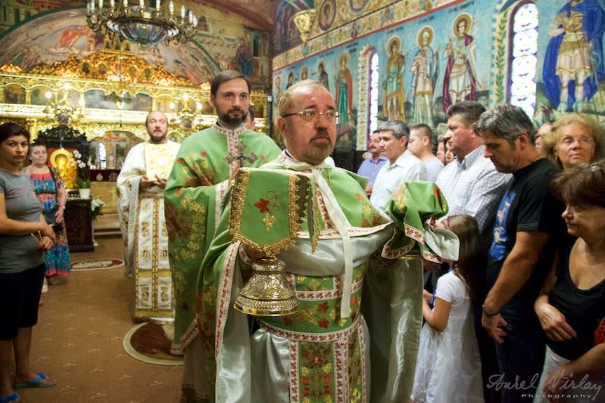 35-Scoaterea-Sfintelor-din-biserica-Aparatorii-Patriei-2-Sfantul-Ambrozie_Foto-AurelVirlan