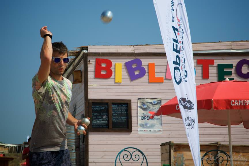 36-Campionat-Petanque-strategie-tehnica-aruncare-bile-otel-plaja-de-carte-Vama-Veche_Fotografie-Aurel-Virlan