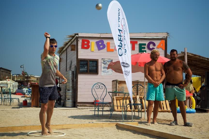 38-Campionat-Petanque-strategie-tehnica-aruncare-bile-otel-plaja-de-carte-Vama-Veche_Fotografie-Aurel-Virlan
