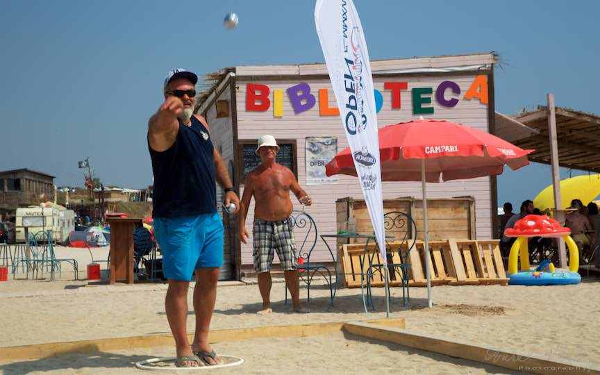 41-Campionat-Petanque-strategie-tehnica-aruncare-bile-otel-plaja-de-carte-Vama-Veche_Fotografie-Aurel-Virlan