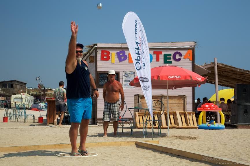 43-Campionat-Petanque-strategie-tehnica-aruncare-bile-otel-plaja-de-carte-Vama-Veche_Fotografie-Aurel-Virlan
