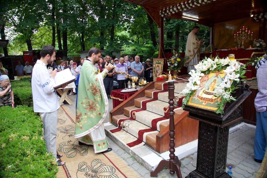 48-Tamaiere-Altar-Foisor-curte-biserica-Aparatorii-Patriei-2-Sfantul-Ambrozie_Foto-AurelVirlan