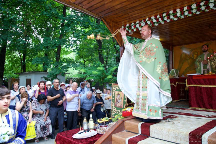 50-Tamaierea-Altar-Foisor-curte-biserica-Aparatorii-Patriei-2-Sfantul-Ambrozie_Foto-AurelVirlan