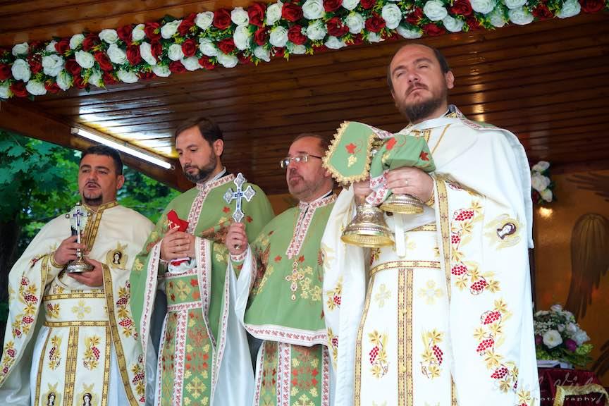 54-Tainele-Preoti-Altar-Foisor-curte-biserica-Aparatorii-Patriei-2-Sfantul-Ambrozie_Foto-AurelVirlan