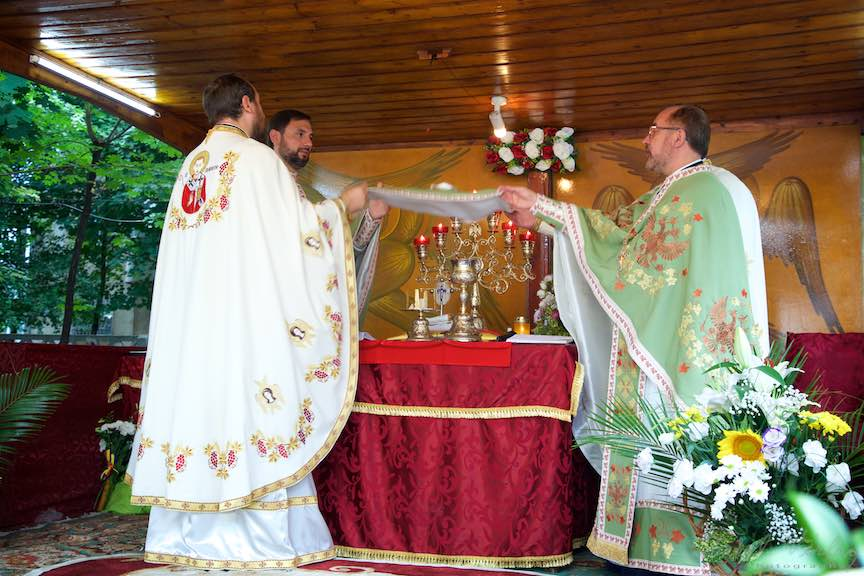 56-Sfintirea-Altar-Foisor-curte-biserica-Aparatorii-Patriei-2-Sfantul-Ambrozie_Foto-AurelVirlan