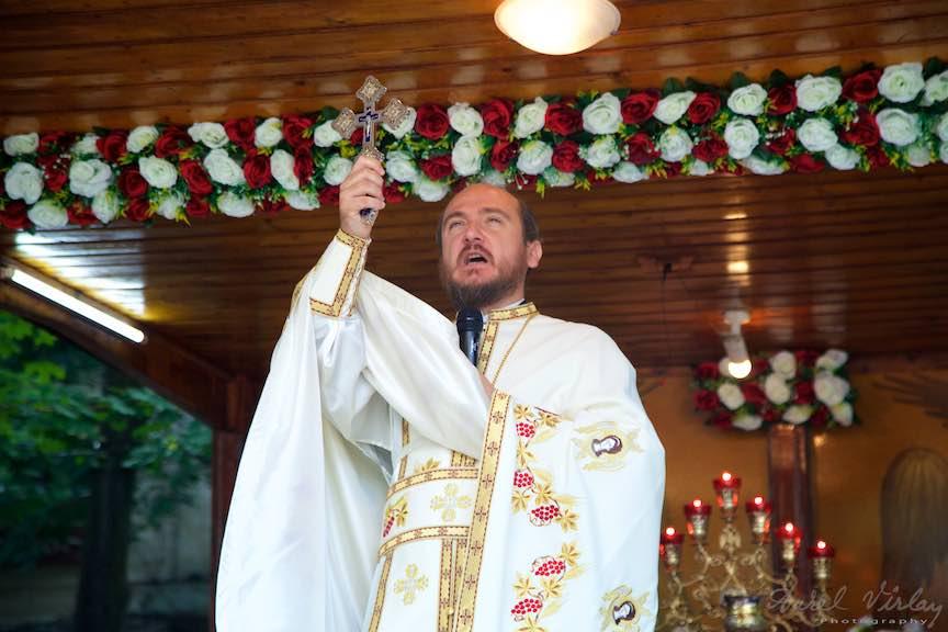 57-Crucea-Lui-Iisus-curte-biserica-Aparatorii-Patriei-2-Sfantul-Ambrozie_Foto-AurelVirlan