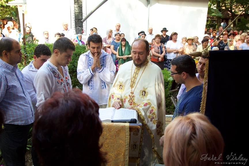 58-Cor-bisericesc-preotul-Ionica-curte-biserica-Aparatorii-Patriei-2-Sfantul-Ambrozie_Foto-AurelVirlan
