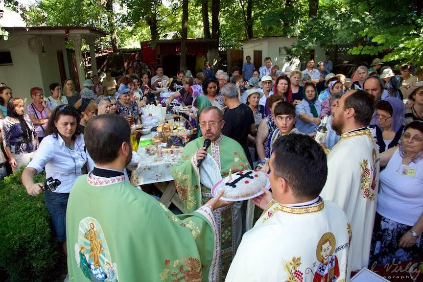 64-Litughie-curte-biserica-Aparatorii-Patriei-2-Sfantul-Ambrozie_Foto-AurelVirlan