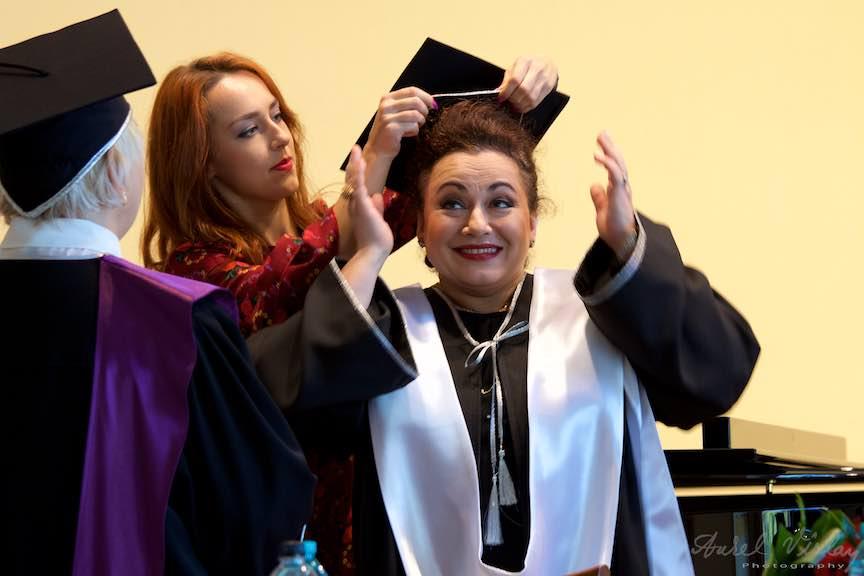 Soprana Leontina Vaduva in momentul decernarii titlului Doctor Honoris Causa.