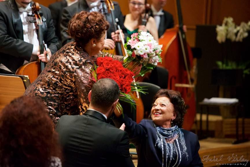 Fotografie de familie: Leontina Vaduva si mama ei, Maria Ciobanu.
