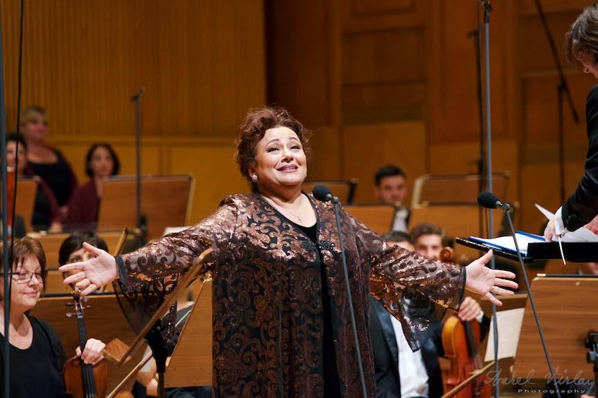 Soprana Leontina Vaduva la 30 de ani de activitate!