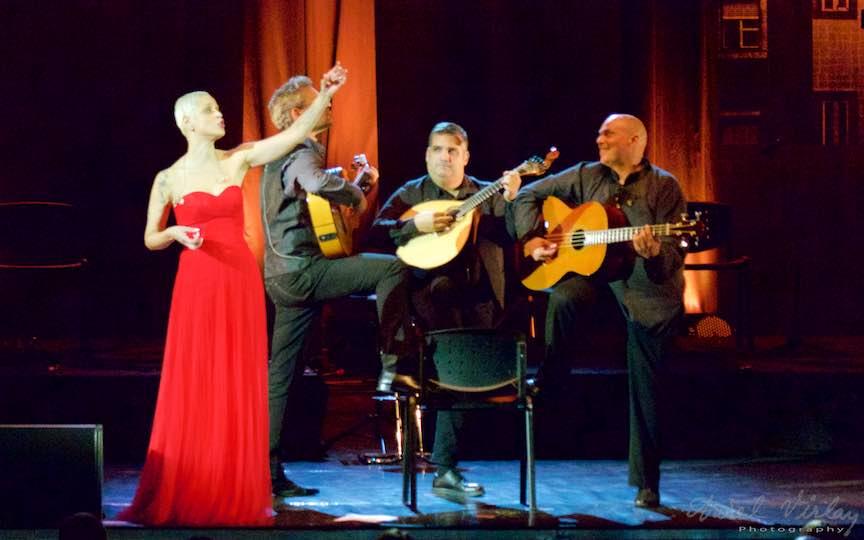 12-concert-mariza-mondo-tour-trei-3-chitaristi-muzica-fado-portugalia-sala-palatului-bucuresti_foto-aurelvirlan_emails6
