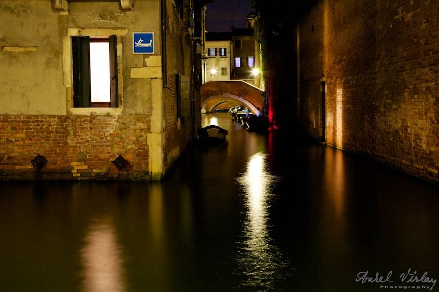Impresii de noapte in Venetia. Fotografie cu timp lung de expunere.