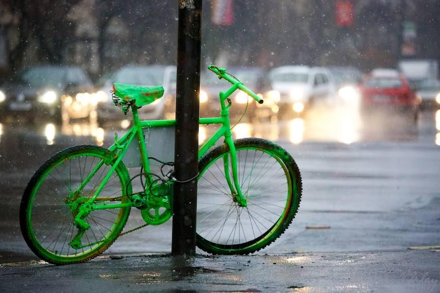 bucuresti-instantanee_foto-aurel-virlan_Fotografie verde cu bicicleta de oras, dedicata Bucurestiului.