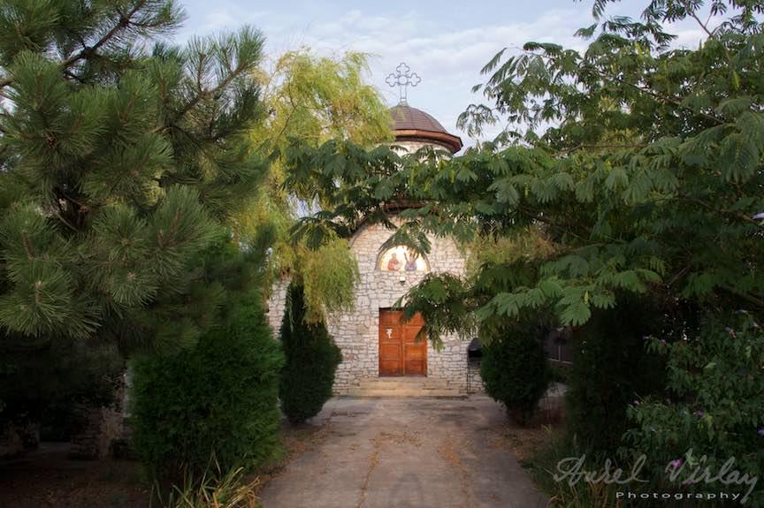 Biserica veche de piatra din capatul de sud al Vamii Vechi!