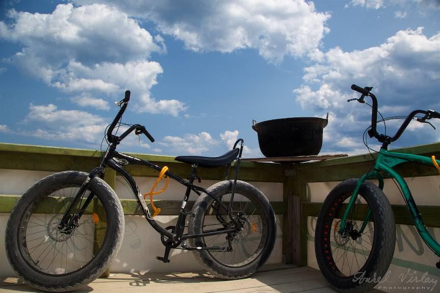 Biciclete Pegas langa ceaunul Papa la Soni.