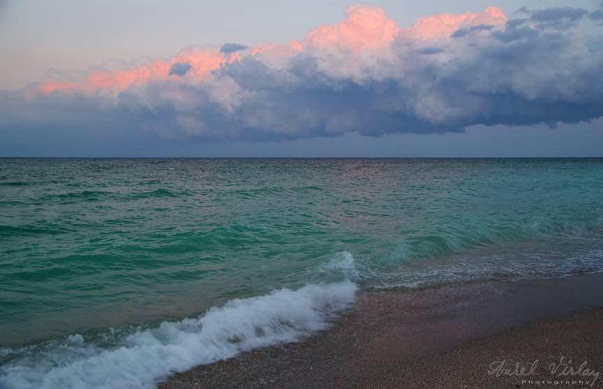 Marea Nearga in dialog cu norii amenintatori de furtuna.
