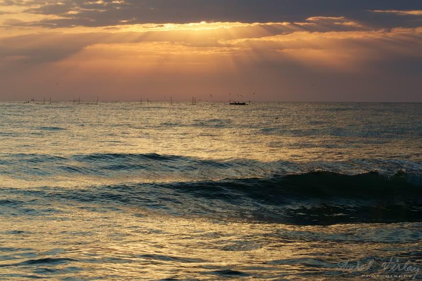 Eseu fotografic despre vazduh, apa si ... lumina de sus.